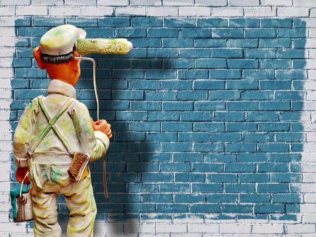 מריחת טיח על קיר